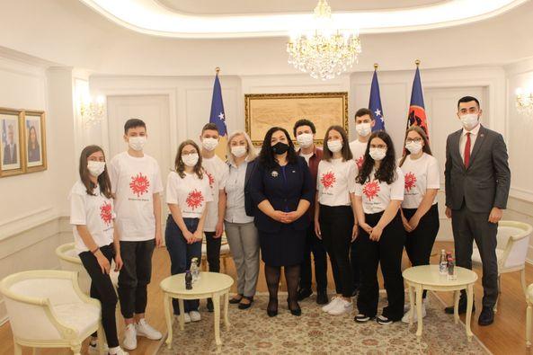 Children meet the president of Kosovo