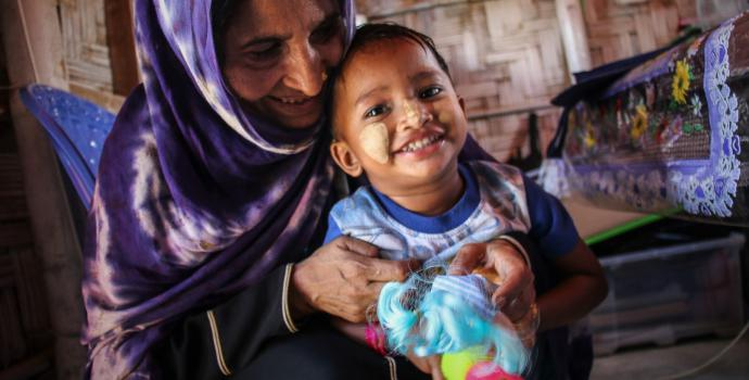 Hamida* (40) and Runa* (3) live in the Rohingya Refugee camps in Bangladesh and attend Save the Children's clinic