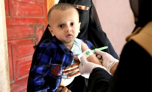 Amin*, 15 months old and his mother at a Save the Children-supported health facility in Taiz, Yemen.